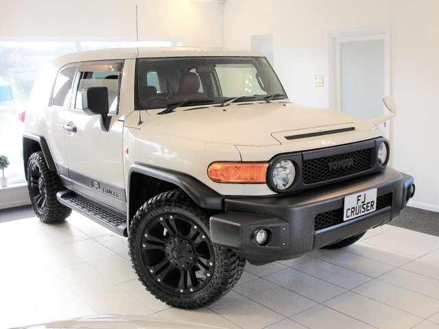 2013 63 TOYOTA FJ CRUISER 4L V6 PETROL 4x4 AUTOMATIC SUV - Reserved for Steve