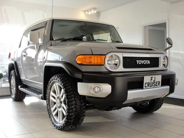 2016 66 TOYOTA FJ CRUISER 4L V6 PETROL 4x4 AUTOMATIC SUV 0-60 in 7 SECS, £255 ROAD TAX PA