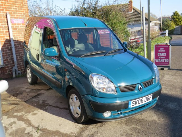 USED 2006 06 RENAULT KANGOO 1.6 EXPRESSION 16V 5d AUTO 95 BHP AUTOMATIC LOW MILEAGE, WAV RAMP SCOOTER/WHEELCHAIR DELIVERY POSSIBLE