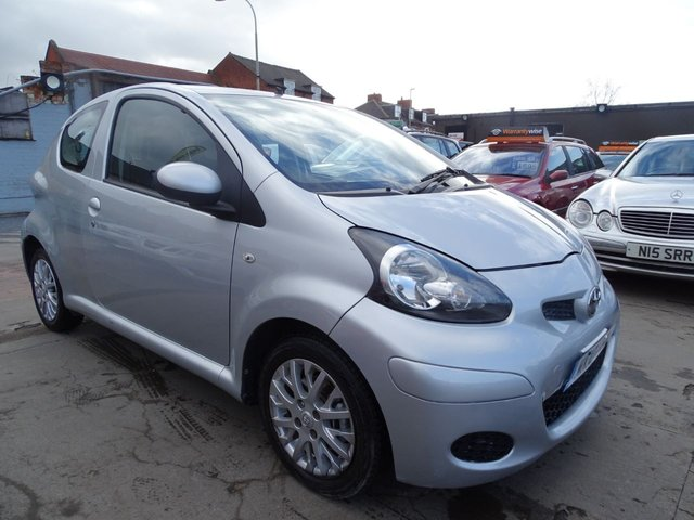 USED 2010 10 TOYOTA AYGO 1.0 PLATINUM VVT-I MM AUTOMATIC DRIVES A1