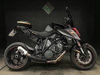2017 KTM SUPERDUKE 1290 R. 1 OWNER. PIPEWERX EXHAUST. TAIL PACK. SCREEN £10995.00