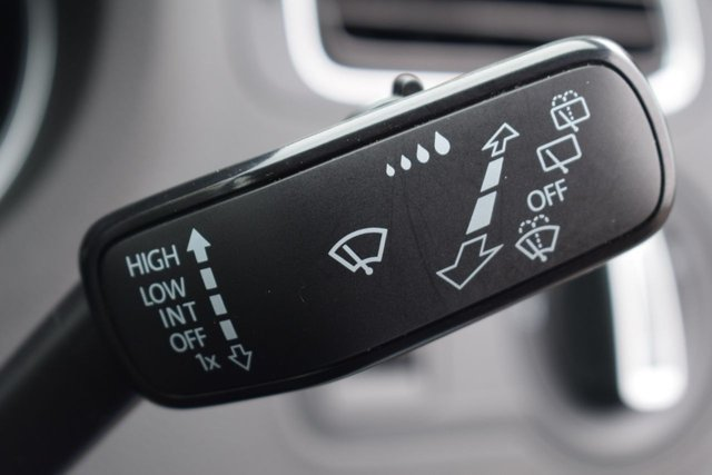 USED 2017 66 VOLKSWAGEN POLO 1.2 MATCH TSI DSG 5d AUTO 89 BHP