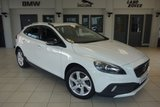 USED 2014 14 VOLVO V40 1.6 D2 CROSS COUNTRY LUX 5d AUTO 113 BHP FINISHED IN STUNNING WHITE WITE FULL LEATHER SEATS + BI-XENON HEADLIGHTS + £20 ROAD TAX + BLUETOOTH + DAB RADIO + AIR CONDITIONING + 17 INCH ALLOYS