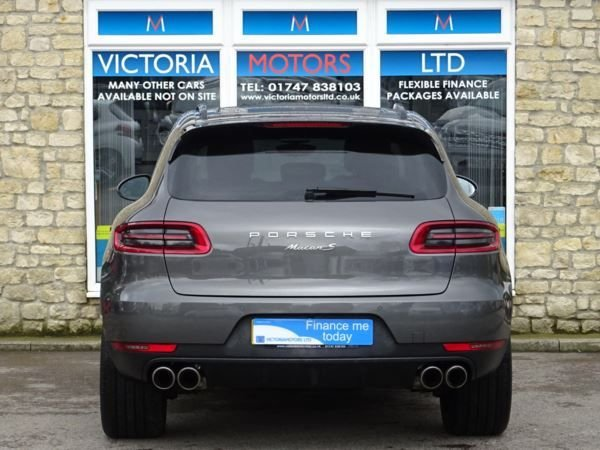 PORSCHE MACAN at Victoria Motors Ltd