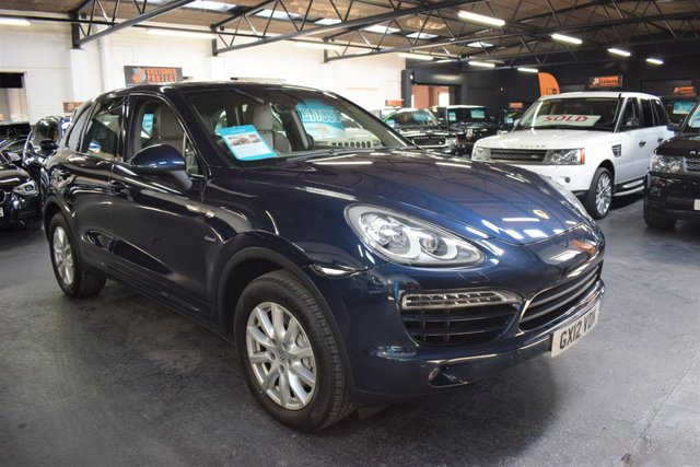 USED 2012 12 PORSCHE CAYENNE 3.0 D V6 TIPTRONIC 5d AUTO 245 BHP STUNNING CONDITION - PORSCHE HISTORY TO 2018 - OVER £10K SPEC - NAV - LEATHER - PASM AIR SUSPENSION - GLASS PANROOF - HEATED SEATS