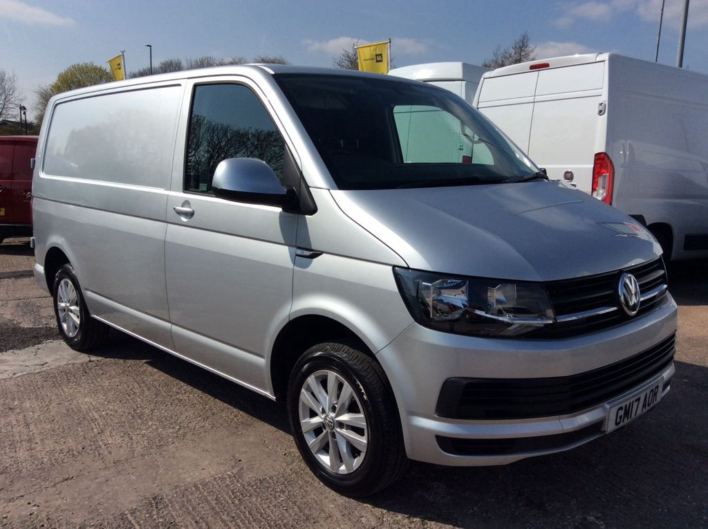 USED 2017 17 VOLKSWAGEN TRANSPORTER SWB 2.0 T28 TDI  HIGHLINE BMT 101 BHP 1 OWNER FSH MANUFACTURERS WARRANTY EURO 6 SPARE KEY AIR CONDITIONING ELECTRIC WINDOWS AND MIRRORS BLUETOOTH CRUISE CONTROL ECO DRIVE REAR PARKING SENSORS