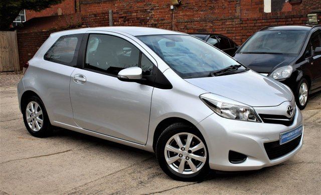 USED 2013 63 TOYOTA YARIS 1.3 VVT-I TR 3d 98 BHP **** BLUETOOTH * REVERSE CAMERA * AIR CONDITIONING ****