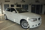 USED 2011 11 BMW 1 SERIES 2.0 118D M SPORT 5d 141 BHP FINISHED IN STUNNING ALPINE WHITE WITH HALF BLACK LEATHER SEATS + FULL SERVICE HISTORY + 17 INCH ALLOYS + PARKING SENSORS + AUTOMATIC AIR CONDITIONING + £30 ROAD TAX + AUTOMATIC HEADLIGHTS
