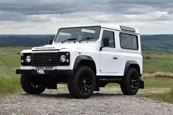 2015 LAND ROVER DEFENDER 2.2 TD COUNTY STATION WAGON 3d 122 BHP £23999.00