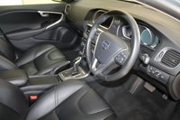 USED 2015 65 VOLVO V40 2.0 D2 SE LUX NAV 5d AUTO 118 BHP BLACK LEATHER, SATELLITE NAVIGATION, BLUETOOTH, LOW MILEAGE, ELECTRIC FOLDING MIRRORS, MEDIA, BLIND SPOT MIRROR.