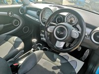 USED 2010 10 MINI HATCH COOPER 1.6 COOPER S 3d 184 BHP FULL MINI SERVICE HISTORY 9 STAMPS