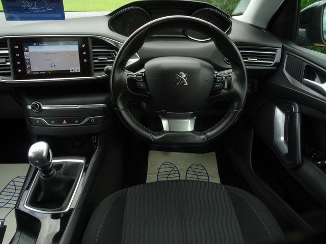 PEUGEOT 308 SW at Victoria Motors Ltd