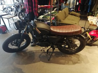 View our MUTT MONGREL 125