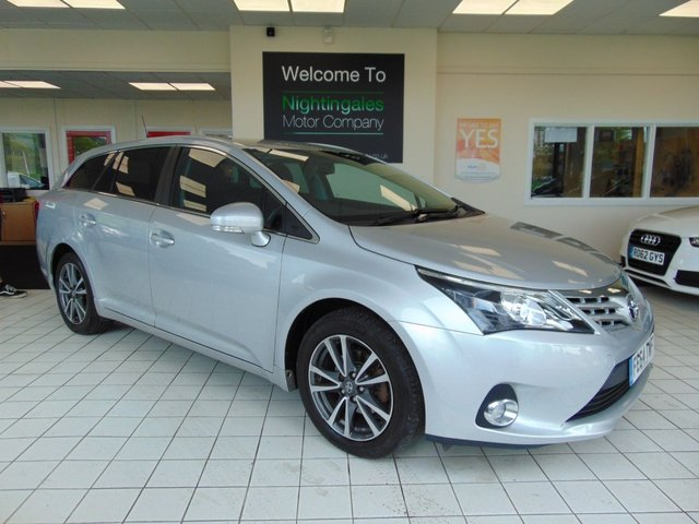 USED 2014 64 TOYOTA AVENSIS 2.0 D-4D ICON 5d 124 BHP FULL SERVICE HISTORY + SATELLITE NAVIGATION + BLUETOOTH + REVERSING CAMERA + PRIVACY GLASS + CD RADIO + ALLOYS + CRUISE CONTROL + CLIMATE CONTROL + ALARM + LOW CAR TAX