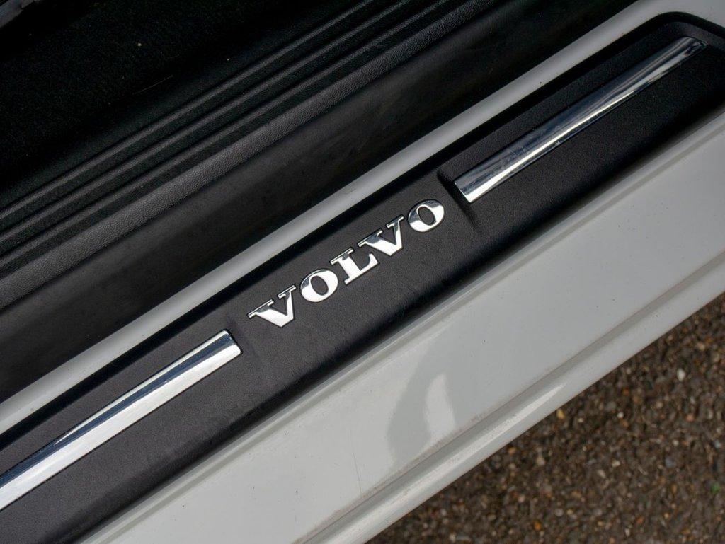 USED 2015 15 VOLVO V40 2.0 D4 SE 5d 187 BHP