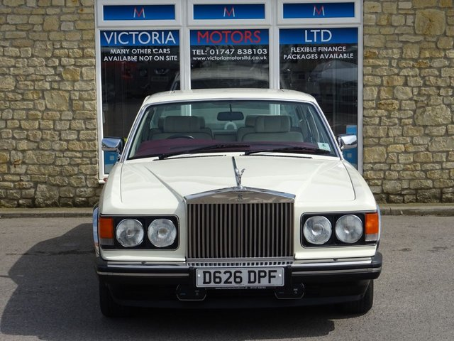ROLLS-ROYCE SILVER SPIRIT at Victoria Motors Ltd