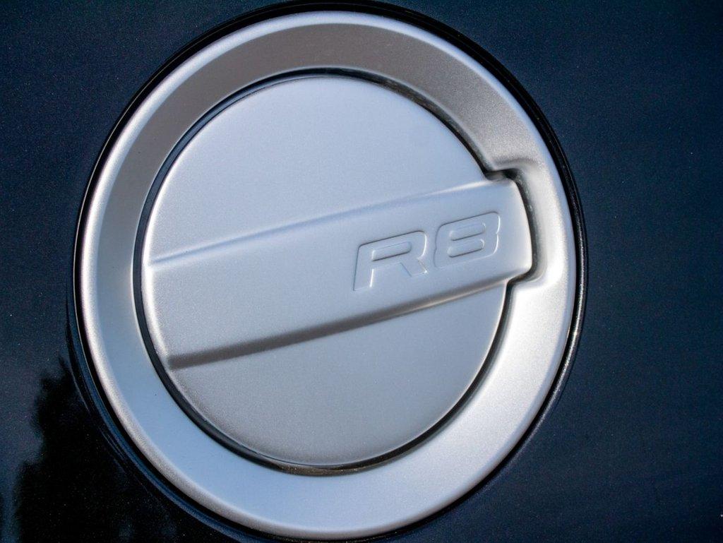 USED 2014 64 AUDI R8 4.2 V8 QUATTRO 2d AUTO 424 BHP