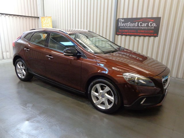 2016 16 VOLVO V40 2.0 D2 CROSS COUNTRY LUX 5d AUTO 118 BHP