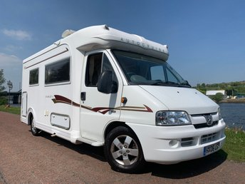View our PEUGEOT TRAVELLER