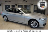 USED 2015 15 BMW 5 SERIES 2.0 520D SE 4d AUTO 188 BHP FINISHED IN STUNNING GLACIA SILVER WITH FULL BLACK LEATHER SEATS + FULL BMW SERVICE HISTORY + SATELLITE NAVIGATION + £20 ROAD TAX + BLUETOOTH + DAB RADIO + HEATED FRONT SEATS + CRUISE CONTROL + 17 INCH ALLOYS + AIR CONDITIONING