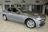 USED 2014 14 BMW 5 SERIES 2.0 518D SE 4d AUTO 141 BHP FINISHED IN STUNNING SPACE GREY WITH FULL BLACK LEATHER SEATS + EXCELLENT BMW SERVICE HISTORY + SATELLITE NAVIGATION + £30 ROAD TAX + HEATED FRONT SEATS + BLUETOOTH + DAB RADIO + 18 INCH ALLOYS + AIR CONDITIONING