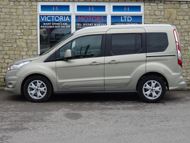FORD TOURNEO CONNECT at Victoria Motors Ltd