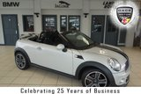 USED 2014 63 MINI ROADSTER 1.6 COOPER 2d 120 BHP FINISHED IN STUNNING WHITE SILVER WITH CRBON BLACK CLOTH SEATS + DAB RADIO + BLUETOOTH + REAR PARKING SENSORS + CHILI PACK 2 + AUTOMATIC AIR CONDITIONING + 16 INCH ALLOYS