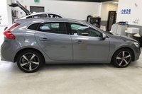 USED 2016 66 VOLVO V40 2.0 T2 R-DESIGN 5d 120 BHP VOLVO SERVICE HISTORY, METALLIC OSMIUM GREY PAINT WORK, BLACK ARTICO LEATHER SUEDE INTERIOR, 18 INCH POLISHED ALLOYS, DAB RADIO,  HILL HOLD, A/C, PARKING SENSORS, ETC, 1 OWNER, LOW MILEAGE, STUNNING CAR