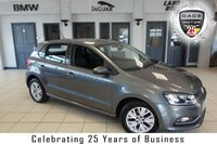 """USED 2015 64 VOLKSWAGEN POLO 1.0 SE 5d 60 BHP FINISHED IN STUNNING GREY WITH FULL CLOTH SEATS + SERVICE HISTORY + DAB RADIO + BLUETOOTH + AUX/USB + MULTIFUNCTION STEERING WHEEL + AIR CONDITIONING + 15"""" ALLOY WHEELS"""
