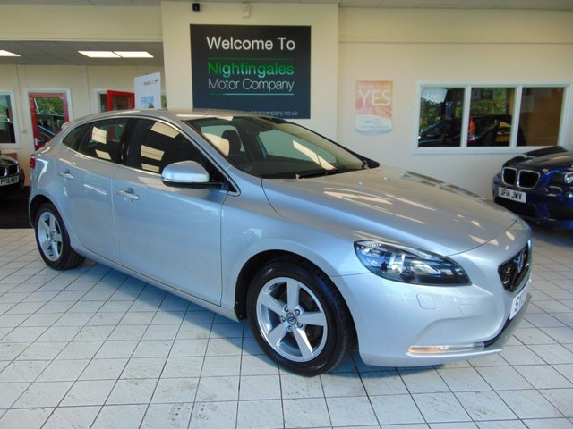 USED 2013 13 VOLVO V40 1.6 D2 SE 5d 113 BHP FULL SERVICE HISTORY + APRIL 2020 MOT + BLUETOOTH + HEATED SEATS + ZERO ROAD TAX + ALLOYS + AIR CONDITIONING + CRUISE CONTROL + WINTER  PACK +