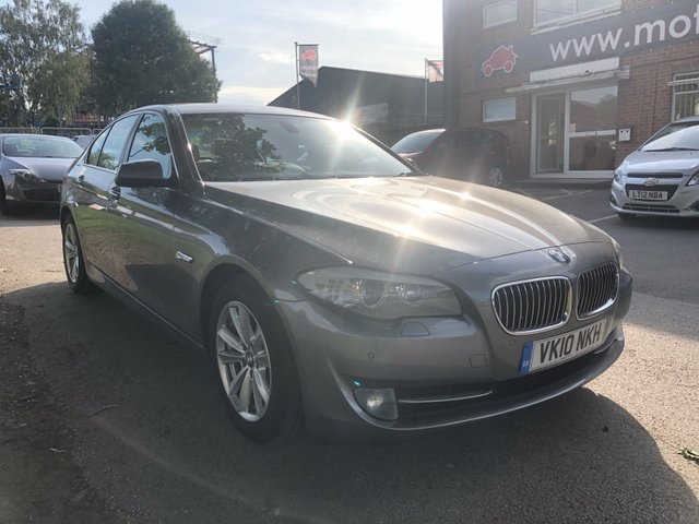 USED 2010 10 BMW 5 SERIES 3.0 535I SE 4d AUTO 302 BHP STUNNING WELL MAINTAINED EXAMPLE WITH ALLOY WHEELS, PARK SENSORS, CREAM HEATED LEATHER SEATS, AUX/USB/RADIO/CD, CRUISE CONTROL, CLIMATE CONTROL, SATELLITE NAVIGATION, SERVICE HISTORY