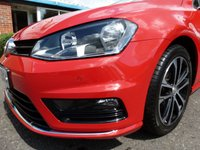 USED 2015 65 VOLKSWAGEN GOLF 2.0 R-LINE TDI BLUEMOTION TECHNOLOGY 5d 148 BHP £30 RFL, R-LINE STYLING, SATELITE NAVIGATION, SUCH LOW MILEAGE! VW GOLF 2.0 TDI 150 bhp, FINISHED IN TORNADO RED