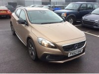 2013 VOLVO V40 1.6 D2 CROSS COUNTRY SE NAV 5d 113 BHP IN METALLIC BRONZE  WITH 41000 MILES AND ONLY 1 OWNER WITH SAT NAV AND IN GREAT CONDITION. £7299.00