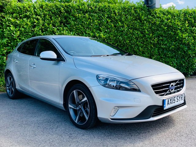"""USED 2015 15 VOLVO V40 2.0 D4 R-DESIGN 5d 188 BHP Main Dealer Service History, £0 Tax Per Year, Leather + Alcantara Cloth Trim, Privacy + Tinted Glass, Finished In Silver Metallic Paint, 17"""" Diamond Cut Alloys, Air Conditioning, Climate Control, Spare Key, Drive Away In Under 1 Hour"""