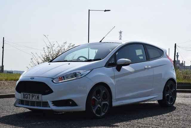 USED 2017 17 FORD FIESTA 1.6 ST-2 3d 180 BHP