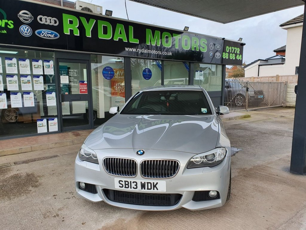 USED 2013 13 BMW 5 SERIES 3.0 530D M SPORT 4d AUTO 255 BHP SERVICE HISTORY, HEATED SPORTS LEATHER SEATS, SATELLITE NAVIGATION,  BLUETOOTH, DIGITAL RADIO, REAR PRIVACY GLASS,