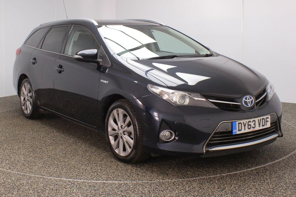 USED 2013 63 TOYOTA AURIS 1.8 VVT-I EXCEL 5DR AUTO SAT NAV HEATED HALF LEATHER 1 OWNER98 BHP FULL SERVICE HISTORY + HEATED HALF LEATHER SEATS + SATELLITE NAVIGATION + REVERSE CAMERA + PARKING SENSOR + PANORAMIC ROOF + BLUETOOTH + CRUISE CONTROL + CLIMATE CONTROL + MULTI FUNCTION WHEEL + XENON HEADLIGHTS + DAB RADIO + PRIVACY GLASS + ELECTRIC WINDOWS + ELECTRIC MIRRORS + 17 INCH ALLOY WHEELS