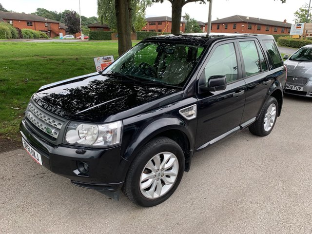 USED 2011 61 LAND ROVER FREELANDER 2.2 SD4 HSE 5d AUTO 190 BHP EXCELLENT EXAMPLE WITH 5 SERVICE STAMPS TO 55K, TOW BAR, ALLOY WHEELS, PARK SENSORS, PANORAMIC ROOF, HEATED WINDSCREEN, HEATED LEATHER SEATS, RADIO/CD/AUX/USB, CLIMATE CONTROL, CRUISE CONTROL, SATELLITE NAVIGATION