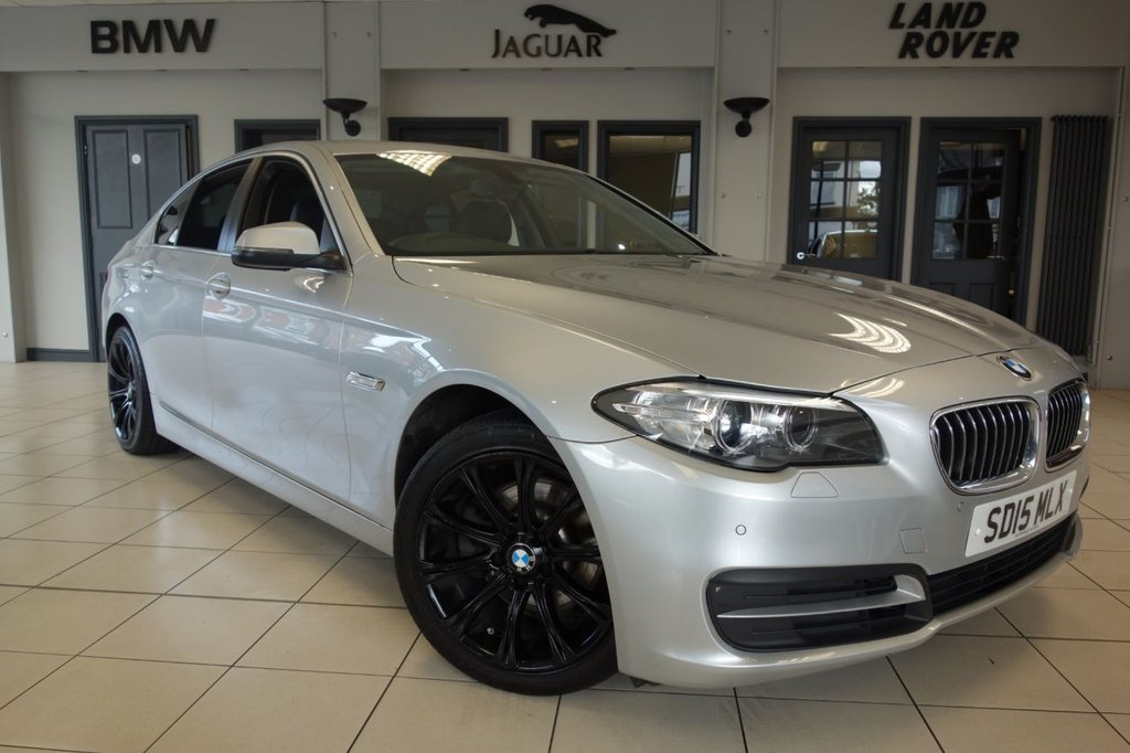 USED 2015 15 BMW 5 SERIES 2.0 520D SE 4d AUTO 188 BHP FINISHED IN STUNNING GLACIER SILVER WITH FULL LEATHER SPORTS SEATS + BUSINESS SATELLITE NAVIGATION + PARKING SENSORS + HEATED FRONT SEATS + MULTIFUNCTIONAL STEERING WHEEL + DAB DIGITAL RADIO + BLUETOOTH + AIR CONDITIONING