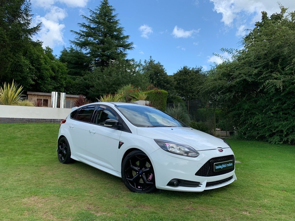USED 2014 64 FORD FOCUS 2.0 ST-2 5d 300BHP+