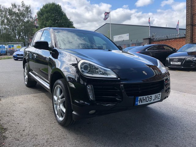 USED 2009 09 PORSCHE CAYENNE 3.0 D TIPTRONIC S 5d AUTO 240 BHP STUNNING WELL MAINTAINED EXAMPLE WITH 2 SERVICE STAMPS TO 60K, ALLOY WHEELS, PARK SENSORS, SUN ROOF, LEATHER SEATS, RADIO/CD, SATELLITE NAVIGATION