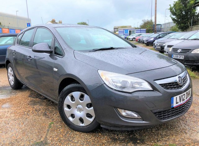 2012 12 VAUXHALL ASTRA 1.6 EXCLUSIV 5d 113 BHP