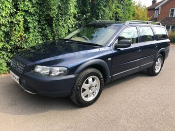 2003 VOLVO XC70 2.5 PETROL SE AUTOMATIC AWD - FULL VOLVO SERVICE HISTORY - 15 DEALER STAMPS, JUST SERVICED - NAUTIC BLUE PEARL METALLIC PAINTWORK, BEIGE LEATHER INTERIOR, BURR WOOD INTERIOR TRIM, ELECTRIC MEMORY DRIVERS SEAT, CD PLAYER, ROOF RAILS  £5990.00