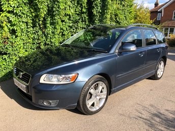 2010 VOLVO V50 2.0 PETROL SE - FULL SERVICE HISTORY - 9 DEALER SERVICES - ULEZ COMPLIANT -BARENTS BLUE METALLIC PAINTWORK, CHARCOAL HALF LEATHER INTERIOR, ROOF RAILS, WINTER PACK, AIR CONDITIONING, ALLOY WHEELS  £6490.00