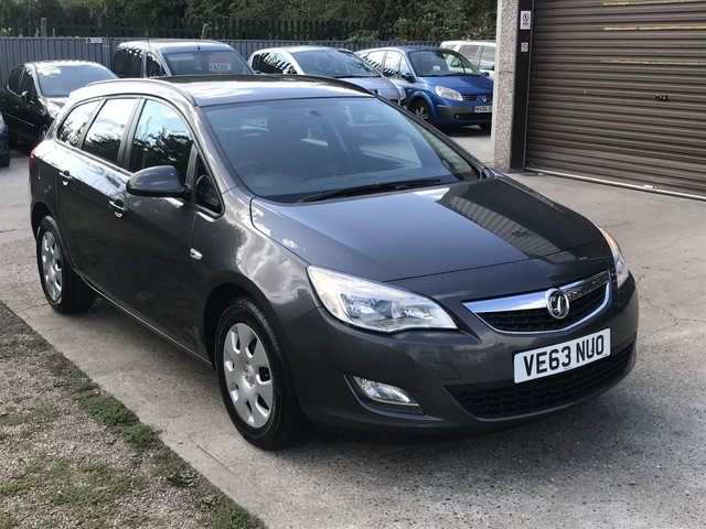 USED 2013 63 VAUXHALL ASTRA 1.7 EXCLUSIV CDTI ECOFLEX 5d 108 BHP TWO OWNERS WITH SERVICE HISTORY