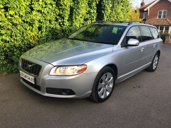 2008 VOLVO V70 2.5 T PETROL SE AUTOMATIC - FULL SERVICE HISTORY - 10 DEALER STAMPS - ULEZ COMPLIANT - ELECTRIC SUNROOF, BLUETOOTH, REAR PARKING SENSORS, ACTIVE BENDING HEADLIGHTS, ELECTRIC MEMORY DRIVERS SETS, HEATED SEATS, ISOFIX  £5490.00