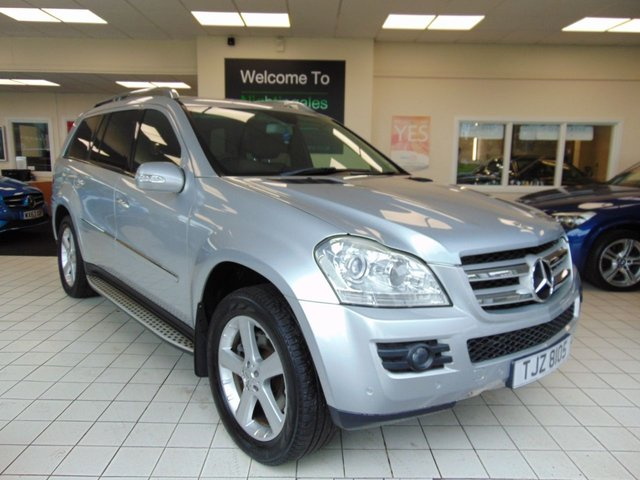 "USED 2008 MERCEDES-BENZ GL CLASS 3.0 GL320 CDI 5d AUTO 222 BHP FULL MOT + SATELLITE NAVIGATION + BLUETOOTH + 20"" ALLOYS + ROOF RAILS + FULL LEATHER TRIM + 7 SEATS + HEATED FONT SEATS + 6 DISC CD CHANGER + FRONT AND REAR PARKING SENORS + SIDE STEPS+CRUISE CONTROL + CLIMATE CONTROL AND MUCH MORE"