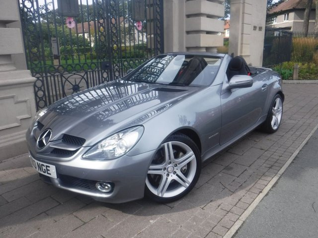 USED 2010 10 MERCEDES-BENZ SLK 1.8 SLK200 KOMPRESSOR 2d 184 BHP *** FINANCE & PART EXCHANGE WELCOME *** SAT/NAV FULL BLACK LEATHER WITH RED STITCHING HEATED SEATS BLUETOOTH PHONE NECK SCARF FRONT & REAR PARKING SENSORS  CRUISE CONTROL