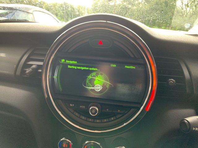 2015 MINI Hatch Cooper Cooper D £8,989