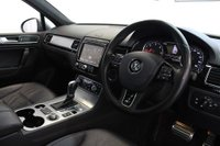 USED 2015 15 VOLKSWAGEN TOUAREG 3.0 TDI V6 BlueMotion Tech R-Line Tiptronic 4WD (s/s) 5dr GREAT VALUE! 2 OWNERS! EURO 6!